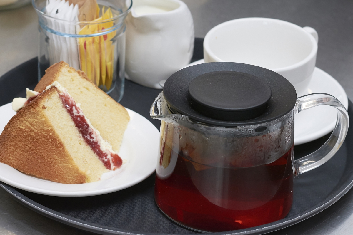 Cafe_at_the_track_Tea_Cake_